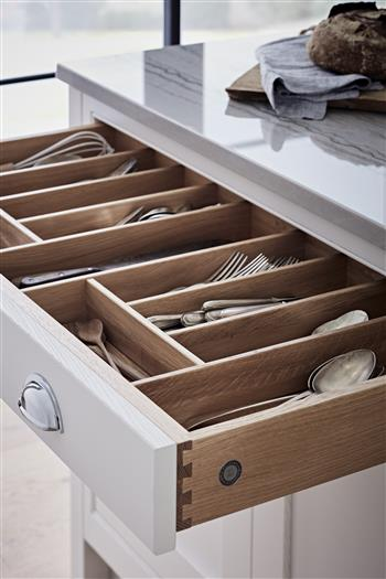 Cutlery drawer with dividers