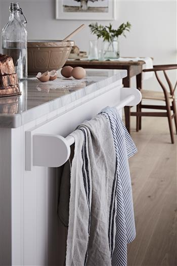 Simple shaker style towel rail