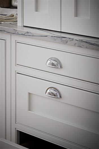 Simple and elegant shaker style drawers