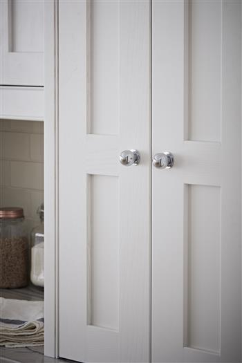 Simple and elegant shaker style doors