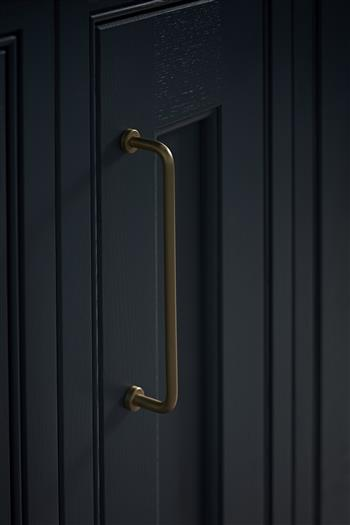Traditional kitchen door handles and knobs